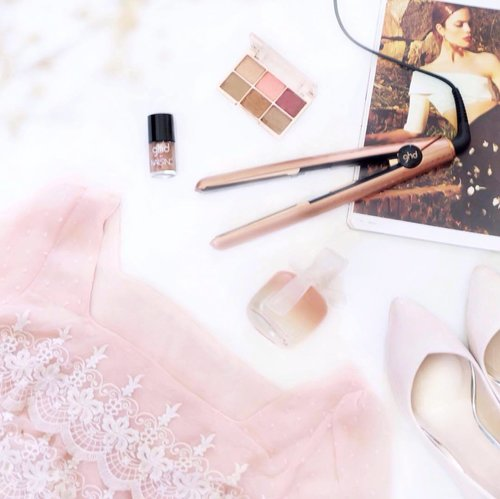 Peachy Pink & Copper essentials for family day out 🍑🍂💫 . . . . . . #clozetteid #flatlay #makeupflatlay #pinkflatlay #fashionflatlay #makeup #beauty #fashion #beautyblogger #fashionblogger #asianblogger #indonesianbeautyblogger #beautyenthusiast #beautyguru #influencer #beautyinfluencer #makeupjunkie #liveauthentic #likesforlikes #l4l #bestoftheday #instadaily #beautycommunity  #bestoftheday #얼짱 #일상 #데일리룩 #셀스타그램 #셀카