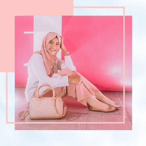 """Fashion is about dressing according to what's fashionable. Style is more about being yourself.""- Oscar De La Renta - ✨✨✨✨✨ 🧕 @elzattahijab👚 @mybamus via @shopee_id👖 @hijup👜 @sophie.paris.id🥿 @tltsn_id⌚ @sophie.paris.id =========================== #Clozette #Clozettestar #ClozetteID #hijabenkaxme #hijabenkaootd #hijabenkalook#hijabenkaquotes #Clozetteambassador #Clozetteco #dreamcoid #dreamcoid #ramadhanwithdream #Dreamco #dreamshowbiz #rahasiagadis #rahasiagadislife #coretanpena #stopbullying #stopbully #stopbullyingquotes #stopbullyingtoday #katahati #curhatanhati #puisiku #puisikehidupan  #ootd #influencer #lfl💛  #ootdfashion ==========================="