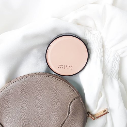 I appreciate local brands that have tried to make complexion products suitable for Indonesians skin tone. Some local brands produced complexion products tend to light/fair skintone that is not suitable for us, look greyish, too pink or sometimes yellowish.••Do you have any favourite cushion?Have a nice day!🖤