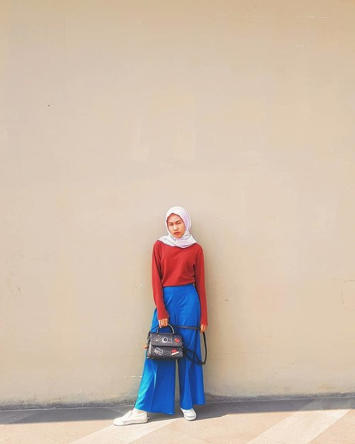 Panas banget ini, sampe gue ga bisa lihat .. Kaya dia yg hilalnya ga kelihatan-kelihatan saking shining, shimmering, splendid 😌😌😁😚😘 .. .. .. #clozetteid #fashion #style #clozette #fashion #hijab #modes #FashionFreedom #hijablook #fashionblogger #blogger #style #hijabfashion #hijabdaily #life #photogram #fashionoftheday #OOTD #HOOTD #shining #hijabootd