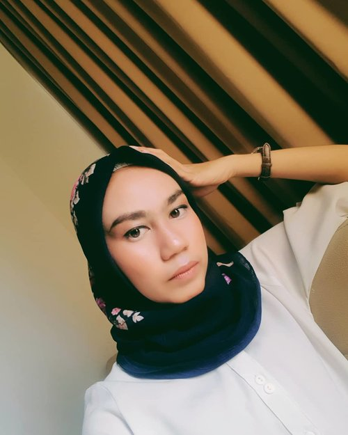 No need caption..I need something ... differentWhat the different?I also don't knowConfuseMe too..#clozetteid #fashion #style #poem #clozette #hijab #modes #hijablook #blogger #style #hijabdaily #life #photogram