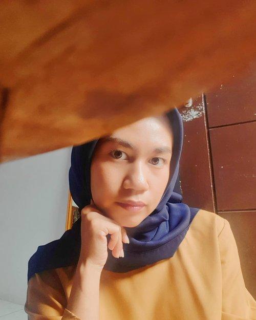 Hai Mentari,Jangan menyerah untuk bersinar ya,Dunia ini butuh cahaya seperti kami butuh udara.Ruang lingkup makin sempit, jangan biarkan semakin menipis.Selamat pagi, selamat kembali.....#clozette #clozetteid #fashion #makeup #hijablook #blogger #style #hijabfashion #hijabdaily #hope #life #quotes #morning