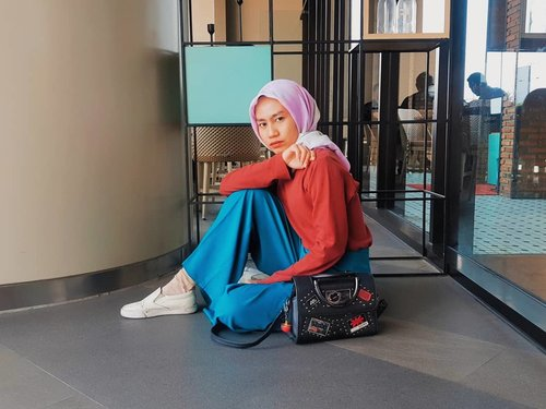 When somebody told you, I never smile and unfriendly people. That's true. I only smile with limited people. I only laugh with my bestfriend. And if you're living on my circle you will be to know who I am. I am. A crazy girl. Likes you.....#clozette #clozetteid #fashion #hijab #modes #FashionFreedom #hijablook #fashionblogger #blogger #style #hijabfashion #hijabdaily #life #photogram #fashionoftheday #OOTD #HOOTD #hijabmodesty #hijabindo