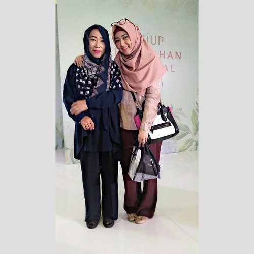 When you love what you have You have everything you need  And she's my everything.  The real loved never end 💟 @desywulandari1967  #HIJUPRamdahanFestival  #HIJUP #HIJUPevent #RamadhanRayaHIJUP @duahijabtrans7  #HOOTDDuaHijab  #duahijabtrans7 #clozetteid #cotw  #HijabInFashion  #outfitoftheday  #stylehijab  #ootdindo  #photoodtheday  #indonesiacommunity  #diaryhijaber #indonesiafashion  #ootdhijab