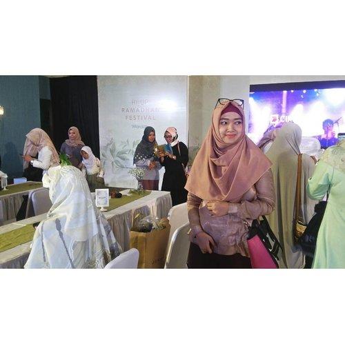 Love without limits  Dream without fear  Live in the moment  #HIJUPRamdahanFestival  #HIJUP #HIJUPevent #RamadhanRayaHIJUP #HOOTDDuaHijab  #duahijabtrans7 #clozetteid #cotw  #HijabInFashion  #outfitoftheday  #stylehijab  #ootdindo  #photoodtheday  #indonesiacommunity  #diaryhijaber #indonesiafashion  #ootdhijab