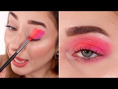 Trying the *VIRAL* TikTok Eyeshadow Blending Hack - YouTube