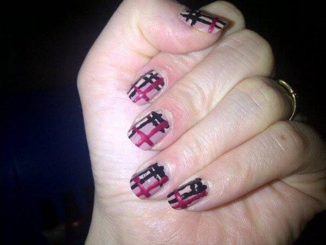 Diy maksa burberry nail art o_o