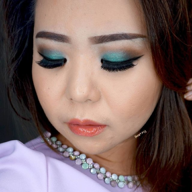 Can never get enough of blue 💄 For Makeup + Hairdo service or courses, kindly contact to: Email: [email protected] Wa: +62.812.980.799.37 Location: jakarta ...
